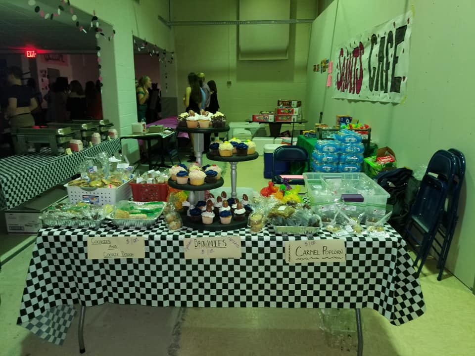 The Homecoming dance featured lots of good food, as well as dancing.